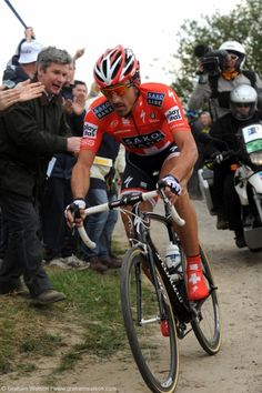 FABIAN CANCELLARA (Champion Cycling Swiss) :  one best riders in the history of cycling. (Here in Paris-Roubaix, France)