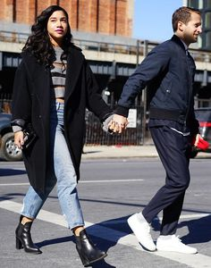 Catch Up on All of NYFW's Best Street Style From Last Season Hannah Bronfman and Brendan Fallis looked like total relationship goals at NYFW. New York Fashion Week Street Style, Autumn Street Style, Black Girl Fashion, Denim Fashion, White Boys Black Girls, City Outfits, Stylish Couple, Minimal Fashion, Jeans Style