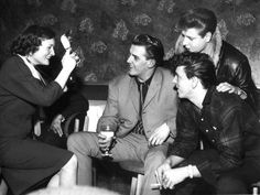 Photos taken by a friend of my dad's: Gene Vincent, Vince Eager, Eddie Cochran and unknown female friend backstage in Sheffield. Cochran tragically died in a car crash a few weeks after this photo was. 1950s Rock And Roll, Rock N Roll, Rockabilly Bands, Logan And Jake, Frankie Avalon, Teddy Boys, Country Blue, Famous Singers, Female Friends