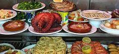 Pulpo,anillas de calamar, gambas, almejas, croquetas,pimientos de Padrón, boquerones en vinagre (agritos)....