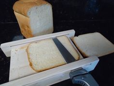 Horizontal bread slicing guide Electric Knife, Slice Of Bread, Lathe, Fingers, Ethnic Recipes, Knives, Easy, Mystery, Action