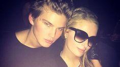 Aos 33 anos Paris Hilton surge com novo namorado de 18  anos http://angorussia.com/noticias/mundo/aos-33-anos-paris-hilton-surge-com-novo-namorado-de-18-anos/