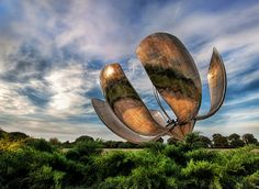 Solar Flower – The Giant Robot of Buenos Aires – This thing is enormous. In grinds and churns as it follows the sun. The metallic petals flex and bend with the light as the sun sweeps across the sky.