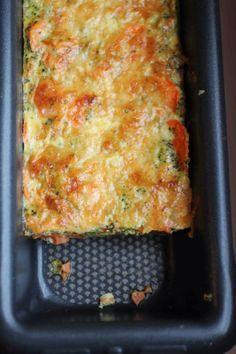 Terrine de légumes 1 petit brocoli quelques carottes 3 oeufs 1 yaourt nature (ou fromage blanc) comté râpé herbes, sel, poivre