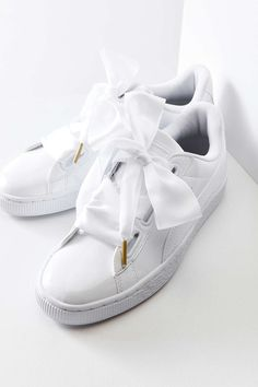 free shipping 8af3d 430d1 Puma Basket Heart Patent Leather Sneaker Collants Baskets, Chaussures  Sandales, Chaussures Adidas, Bottines