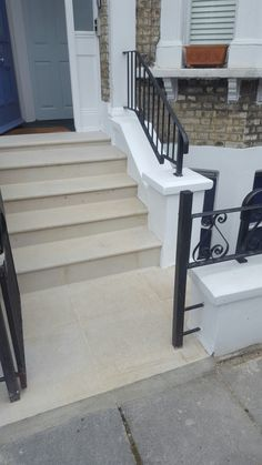 Door Steps, Front Steps, Railings For Steps, Outdoor Handrail, Entrance Ideas, Front Entrances, House Front, Curb Appeal, The Row