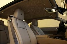 Wraith in Bespoke colour Melanite met Oatmeal interieur en starlight headliner is voorzien van vele opties