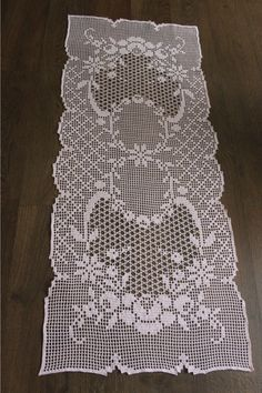 This Pin Was Discovered By Kar - Diy Crafts - maallure Filet Crochet Charts, Crochet Doily Patterns, Crochet Motif, Crochet Doilies, Crochet Lace, Knitting Patterns, Crochet Table Runner, Crochet Tablecloth, Fillet Crochet