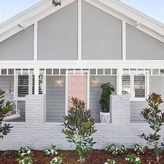 Cannot get enough @threebirdsrenovations. Colours: Stormy Shadow & Pink Dust. . . . . . . #taubmans #taubmanscolour #thehillsarealivewithrenofive #grey #pink #weatherboard #greyhouse #exteriordesign #house #home #interiors #interiordesign #exteriorpaint