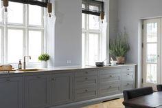 Choosing Your New Kitchen Cabinets Kitchen Interior, Interior Design Living Room, Classic Living Room, New Kitchen Cabinets, Kitchen Dining, Dining Room, White Countertops, Küchen Design, Kitchen Remodel
