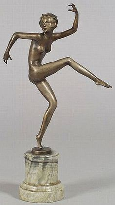 An Art Deco bronze sculpture of a dancing nude figure by Josef LORENZL (Austrian, Austria, signed. Goldscheider, 1920s Art Deco, Art Deco Era, Bronze Sculpture, Sculpture Art, Europa Art, Art Deco Clothing, Plastic Art, Objet D'art