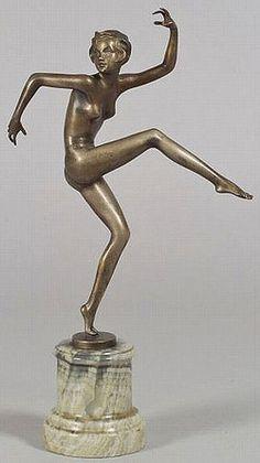 An Art Deco bronze sculpture of a dancing nude figure by Josef LORENZL (Austrian, Austria, signed. Goldscheider, Bronze Sculpture, Sculpture Art, Europa Art, Art Deco Clothing, Plastic Art, 1920s Art Deco, Objet D'art, Oeuvre D'art