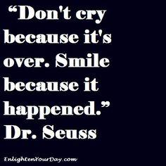 """""""Não chore porque acabou. Sorria porque aconteceu"""""""