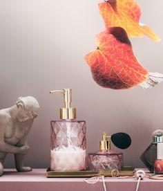 Lasinen hajuvesipullo - Vaaleanroosa - Home All Bling Bathroom, Gold Bathroom Accessories, Bathroom Ideas, Restroom Ideas, Bathroom Organization, Makeup Organization, Bathroom Furniture, Bathroom Inspiration, Black And Gold Bathroom
