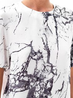 I've been seeing this print trend some moths ago that I L-O-V-E! The marble print gives a sober yet modern touch to any look. This print can be combined with any color and I find it very chic… Ss16, Textiles, Fashion Details, Fashion Design, Marble Print, Inspiration Mode, Moda Fitness, Fabric Manipulation, Looks Cool