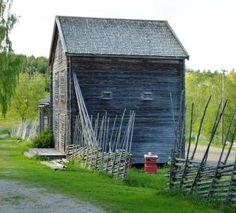 Häbre tillhörande Ystegårn i Hillsta, Forsa, Hälsingland. Old Building, Hem, Farms, Sweden, Mountain, Cabin, Traditional, House Styles, Plants