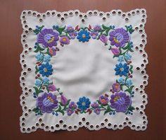 Embroidery Stitches, Embroidery Patterns, Hand Embroidery, Hungarian Embroidery, Chain Stitch, Hand Stitching, Flower Art, Folk Art, Hungary