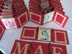 Mini álbum , porta retrato - Dia das mães Mather Day, Mini Albums Scrap, Mothers Day Cards, Scrapbook Cards, Scrapbooking, Mother Gifts, Special Day, Advent Calendar, Paper Crafts