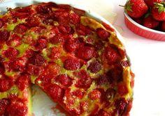 Clafoutis de fraises au Thermomix, recette d'un savoureux clafoutis bien moelleux avec des fraises fondantes, facile à faire au thermomix Thermomix Desserts, Pizza, Sweets, Cooking, Recipes, Nigella, Food, Compact, Cocktail