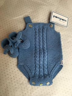 Gestrickte Baby-Overall-Modelle - Frohe Ornament-Startseite - Free Birthday S . Baby Overalls, Baby Jumpsuit, Baby Pants, Baby Dress, Crochet For Boys, Knitting For Kids, Baby Knitting Patterns, Knitted Baby Clothes, Knitted Romper