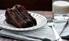 The best chocolate cake recipe in the world. Seriously incredible rich, moist chocolate cake and absolutely foolproof. Just Desserts, Delicious Desserts, Yummy Food, Best Chocolate Cake, Chocolate Desserts, Delicious Chocolate, Chocolate Frosting, Chocolate Chocolate, Ganache Frosting