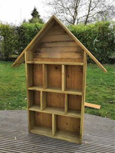 Bug Hotel, Design Jardin, Garden Design, Water Pillow, Pallet Shed, Hotels, Design Your Dream House, Cute Home Decor, Plantation