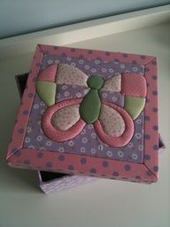 butterfly, técnica del patchwork sin agujas Patchwork Quilting, Applique Quilt Patterns, Applique Designs, Crafts For Kids, Arts And Crafts, Diy Crafts, Butterfly Quilt, Fabric Boxes, Fabric Pictures