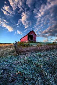 """""""Nostalgia Blues"""" Wisconsin Horizons By Phil Koch. Country Barns, Country Life, Country Living, Country Roads, Country Scenes, Down On The Farm, Red Barns, Old Farm, Covered Bridges"""