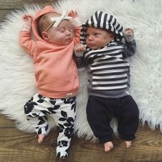 55+ Best Twin Newborn Outfit Collections https://montenr.com/55-best-twin-newborn-outfit-collections/