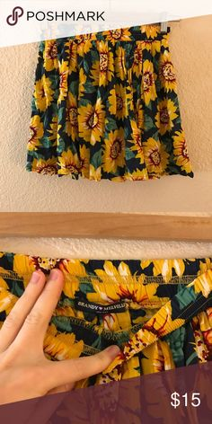 Brandy Melville sunflower yellow flowy skirt Very unique fabric design! Perfect for upcoming spring. Ask below for more details & Bundle multiple items for a discount! 😋 Brandy Melville Skirts