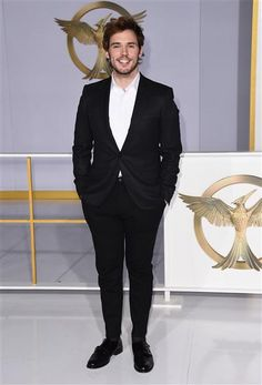 Hunger Games Fandom, Hunger Games Mockingjay, Hunger Games Catching Fire, Hunger Games Trilogy, Suzanne Collins, San Claflin, Sams C, Gorgeous Men, Beautiful People