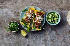 Oppskrift på et vegetarisk tacofyll med kikerter og mandler.