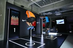 Nike unveiled a special digital sport exhibition in Tokyo, Japan this past weekend, showcasing the latest Nike+ innovations. Interaktives Design, Booth Design, Event Design, Design Ideas, Marketing Expérientiel, Experiential Marketing, Digital Retail, Interactive Exhibition, Retail Experience
