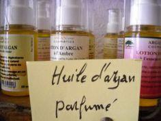 Aceite de argán sólo o combinado con aceites esenciales o aromas para cuidar la piel, para usarlo como perfume.