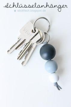 { stickfisch }: Schlüsselanhänger aus Holzperlen