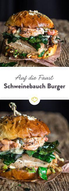 Der König der Burger ist mit Sous Vide Schweinebauch, Garnelen, frittiertem Spinat, Blue Stilton und Hoisin Mayo belegt. Einfach unwiderstehlich lecker. (Bbq Sausage Recipes)