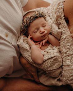 Outdoor Baby Photography, Newborn Baby Photography, Newborn Session, Cute Baby Girl, Baby Love, Cute Babies, Baby Kids, Newborn Pictures, Baby Pictures