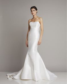 Slim strapless wedding dress of silk in Mermaid by Giuseppe Papini