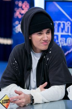 Justin Bieber Photos - Justin Bieber Attends 'El Hormiguero' Tv Show - Zimbio Justin Bieber Gif, Justin Bieber Images, Justin Bieber Style, Justin Bieber Wallpaper, Drake, I Need Love, Most Handsome Men, Best Friend Pictures, Photo L