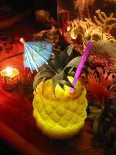Ahhhh..Love this look! Paradise Cove Home Tiki Lounge -- Tiki Central.  Tiki Bar, Vintage Tiki, Tiki Mug, Tiki Decor!
