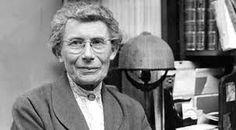 Inge Lehmann fue una sismóloga danesa. Junto con Wiechert descubrió que el núcleo terrestre tiene una parte sólida en el interior del núcleo liquido. Por este descubrimiento, la separación entre los núcleos sólido y liquido es denominada discontinuidad de Lehmann.
