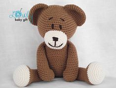 This bear crochet pattern is available in English and Danish languages.