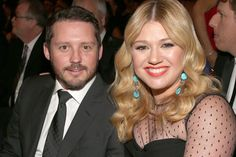 Kelly Clarkson is Pregnant with Her First Child!!