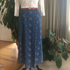 """Liz Claiborne Denim Maxi Skirt Pretty floral design woven into the soft denim fabric. Front pockets. Side button closure. Belt loops. Back kick vent shown in 4th photo. Fabric: 100% Cotton. Machine wash ⭐️ Measurements: waist 15"""", lying flat; hip 21.5"""" flat, length 35"""" ⭐️ Great condition. The only sign of wear is slight  natural denim fading⭐️Smoke free home ⭐️ Liz Claiborne Skirts Maxi"""