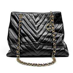 CHANEL LARGE BLACK LEATHER CHEVRON TOTE BAG - CC Charm handbag maxi jumbo boy
