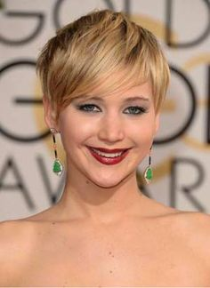 Jennifer Lawrence is SO adorable, and I love her commitment to rocking flawless, PALE skin. #paleisthenewtan