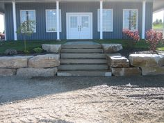 Pro Lawn Landscaping – Orono Ontario   –  Natural stone retaining Wall