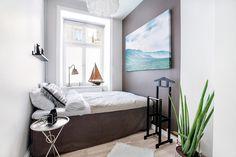Mała sypialnia z łódką