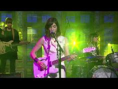 """Sleater-Kinney - the riot grrrl's return on 'A New Wave' ... from their new album """"No Cities To Love"""" (David Letterman show - 1/15/2015) - YouTube"""