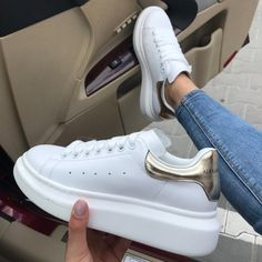 The best Alexander Mqueen shoes online Women's Shoes, Me Too Shoes, Shoes Sneakers, Shoes Sport, Trendy Shoes, Casual Shoes, Sneakers Fashion, Fashion Shoes, Best White Sneakers